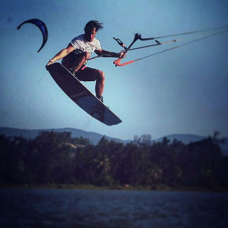 FLY = CREATE @edu_elli #kitesurf #rider #palapapa #fly #high #session #kite #surf #brasil #sunset #lifestyle