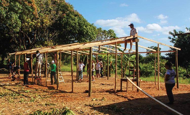 """""""Invertir en educación transforma la vida de los niños"""" Por eso QA contribuye con @amozambique para la construcción de aulas en África. Conocé más en: amozambique.com #acciónsocial #educación"""