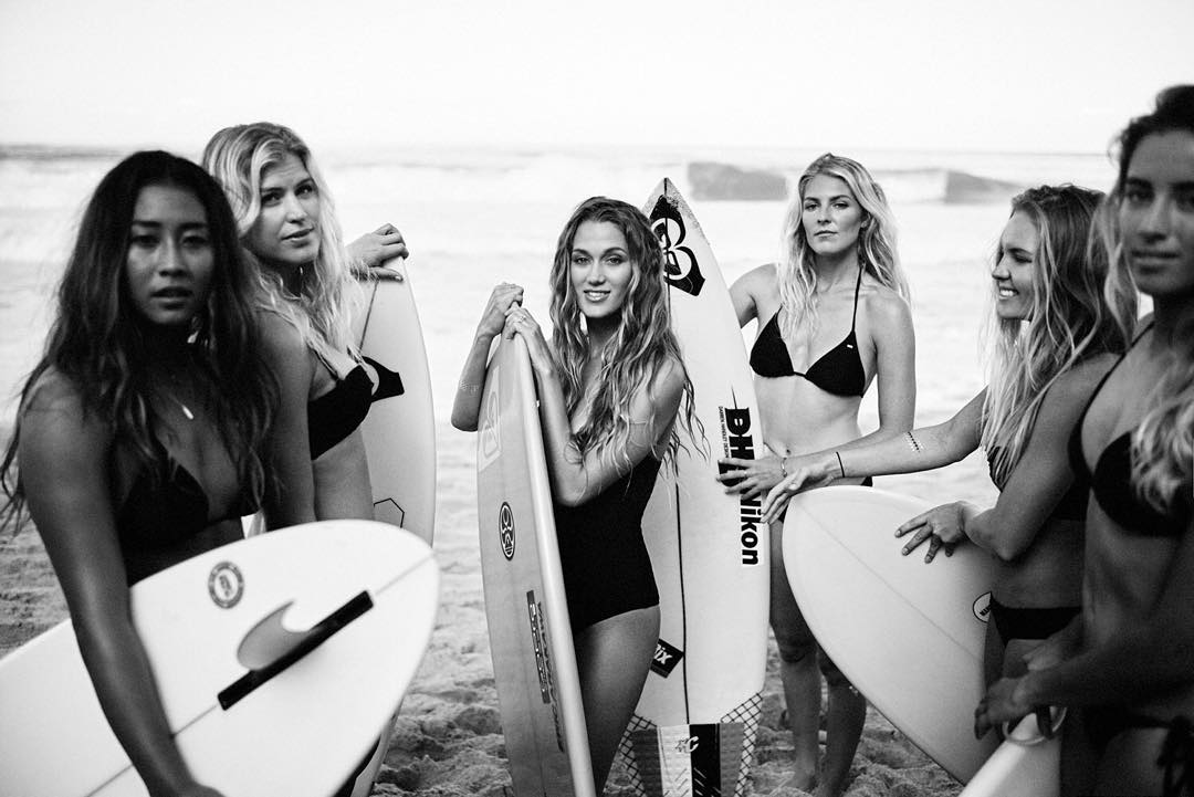 These badass beauties are the original #HeartbreakersWaveChasers  roxy.com
