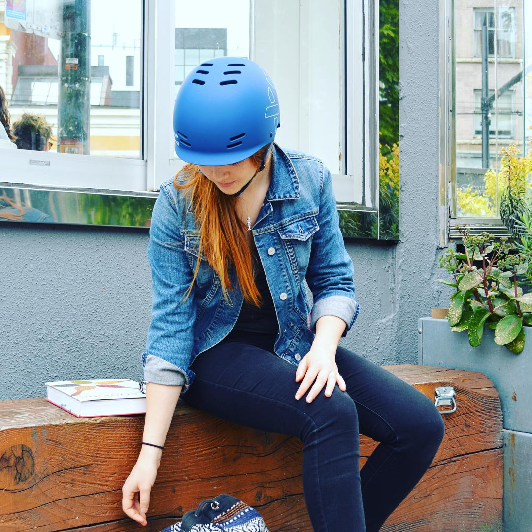 Back to school in #Vancouver means hopping on your bike in beautiful fall weather. @madeline_ae heads to culinary school in her XS Freeride all-season helmet #skatebikeboardski #bike #bikestyle #xshelmets