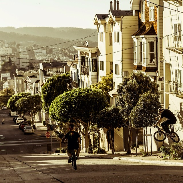 Grab the bro's and hit the streets! @DawidGodziek and @szymongodziek take a trip through San Francisco.