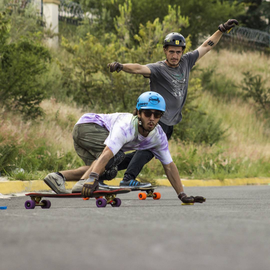 #loadedambassadors @azanzamike switching it up while @gerardomoreno88 keeps it goofy.  Photi: @fervegavega/@treeeskateboarding  #LoadedBoards #Treeeskateboarding #Orangatang #tesseract