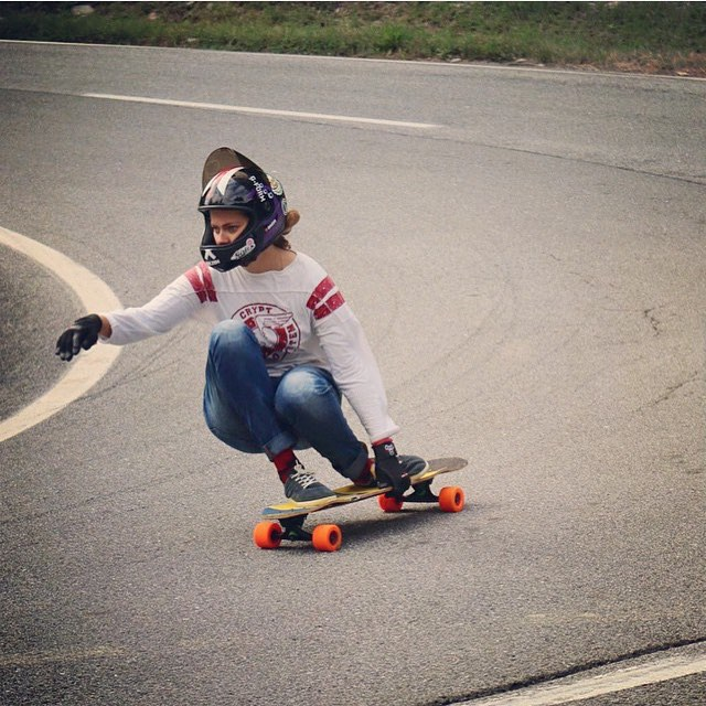Because style. Our girl @glorifiziert turning left during the #belajoyride Freeride in Austria. Mia Beusberger photo.  #longboardgirlscrew #womensupportingwomen #skatelikeagirl #gloriakupsch #austria #lgcaustria #iconelongboards #bolzentrucks