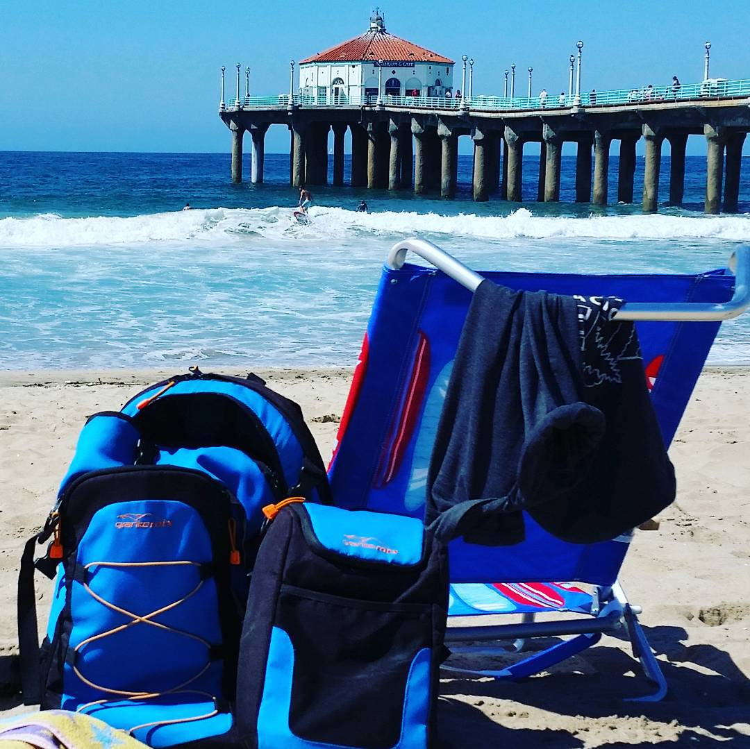 Hangin' loose on the #beach watching surfers and relaxing.  Happy weekend! #takeittothebeach #manhattanbeach #weekends #getoutside #backpacks #coolers #graniterocx