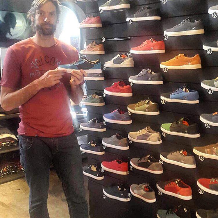 Un amigo que nos gusta mucho ver @obricio7 y su #Volcomfootwear de paso por #volcomstore #TrueToThis