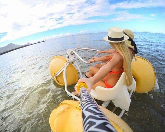 Despedimos la semana, con esta foto de @florrgomes, con su #ZephyrPole, desde las playas de #Hawaii !!