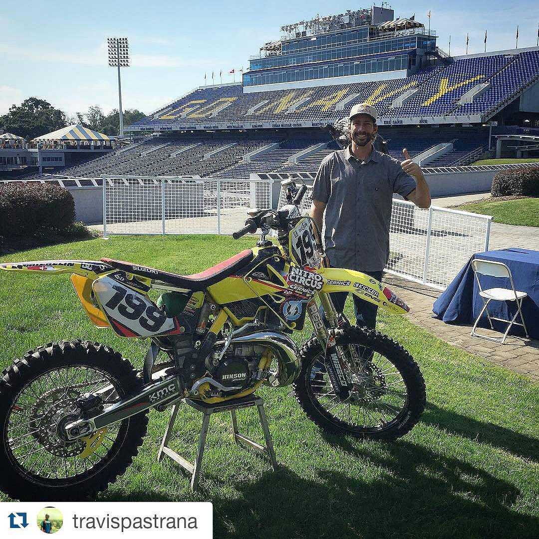11-time #XGames gold medalist @TravisPastrana is hanging out at Navy's first-ever American Athletic Conference football game!  The Midshipmen will take on ECU at 3:30 pm ET.