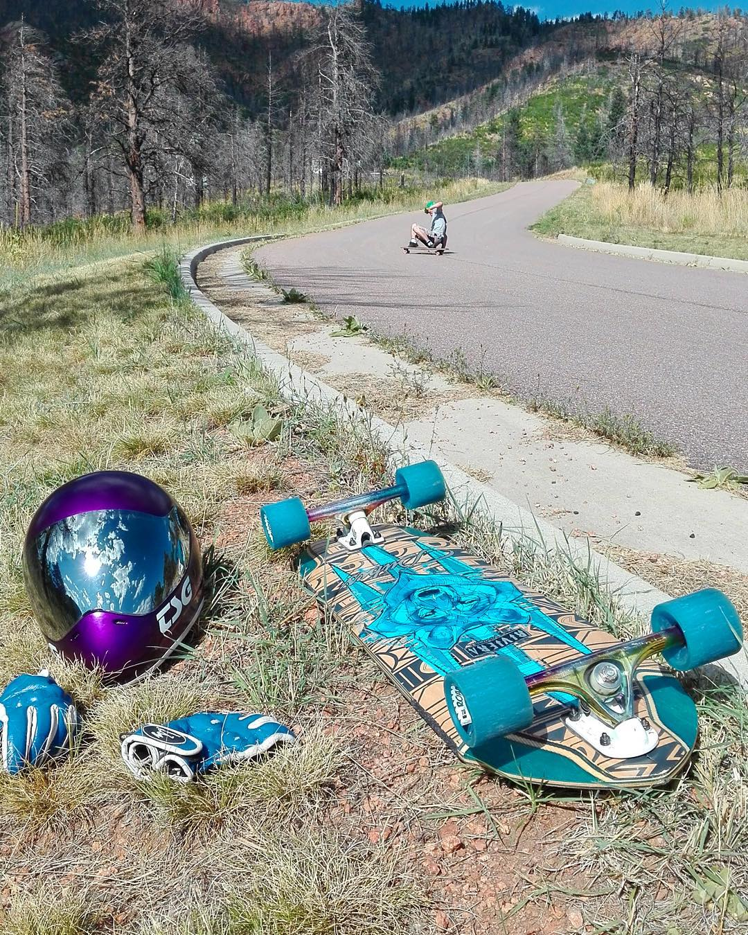 Visions from colorful Colorado - @ajschu dusting some City Slashers in the wild while @palaxa takes it all in.
