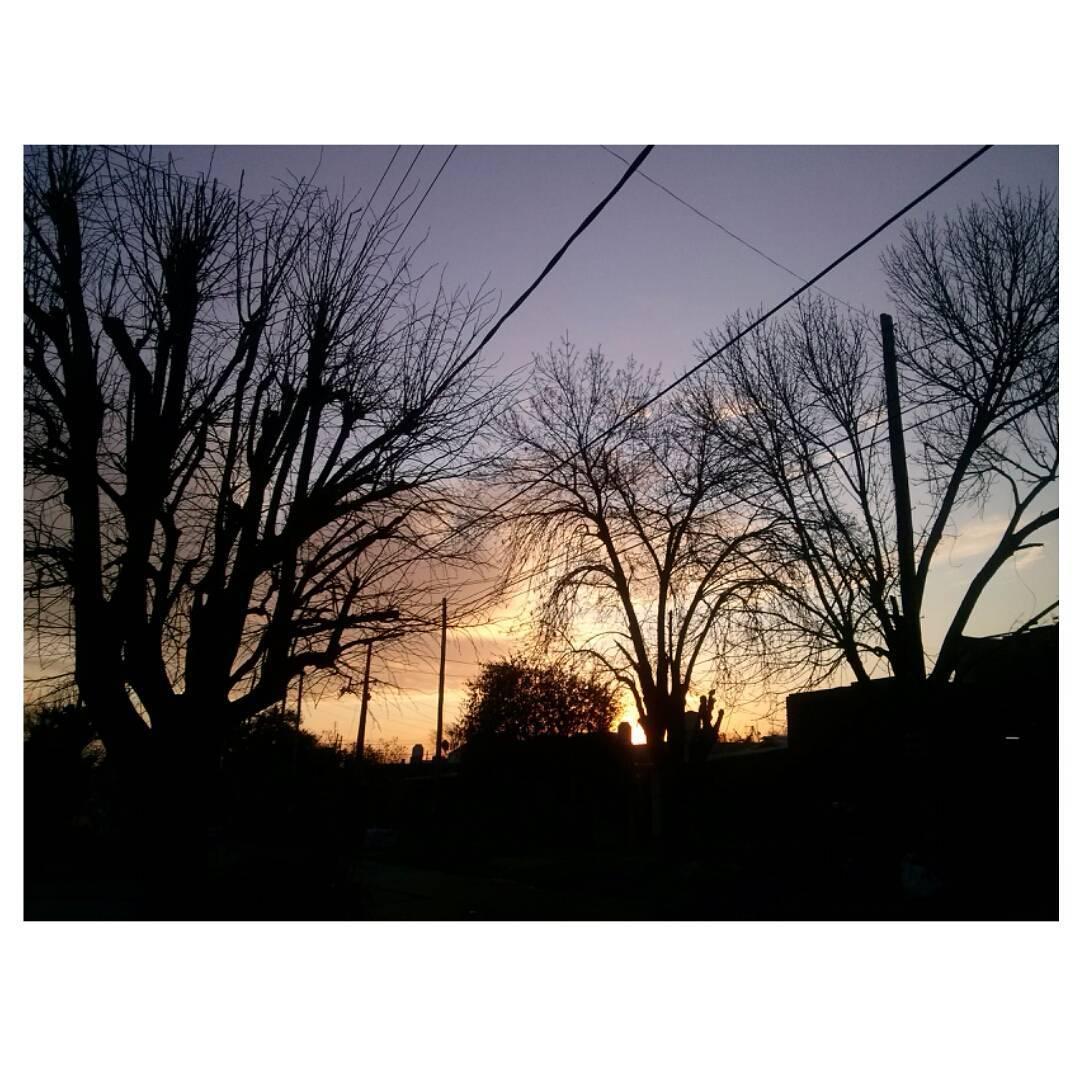 Adios sol de invierno. #ocaso #tramonto #sunset #cielo #sky  #winter #sunday #perspective #sinfiltro