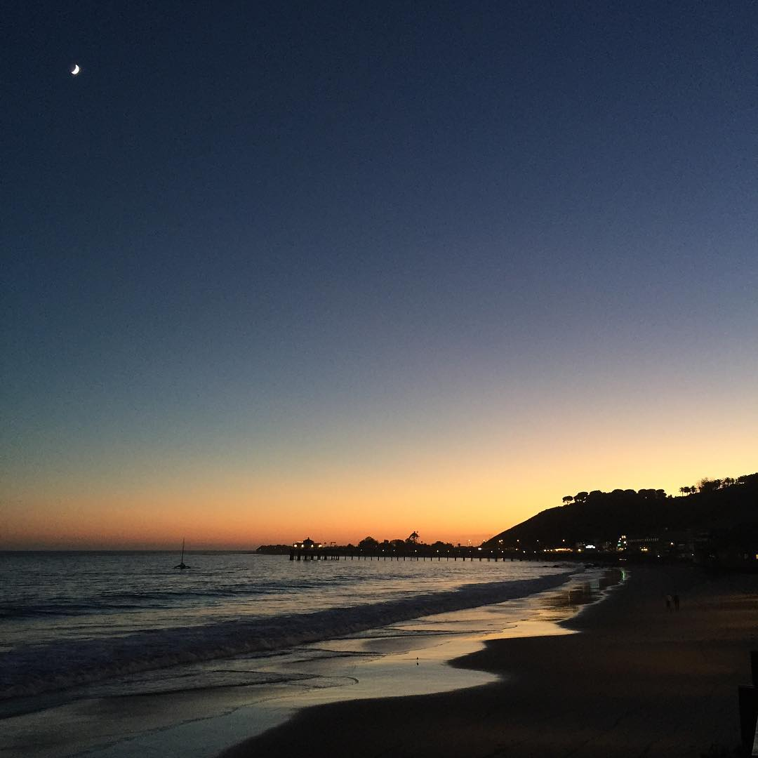 Late gram: Friday night's beach/sunset/moon view from Nobu in Malibu. Yeah, it doesn't suck there. Thanks for always delivering on the sunsets, Cali. And Nobu-san: can you put a restaurant in Park City? Thanks in advance. #obligatorysunsetphoto...