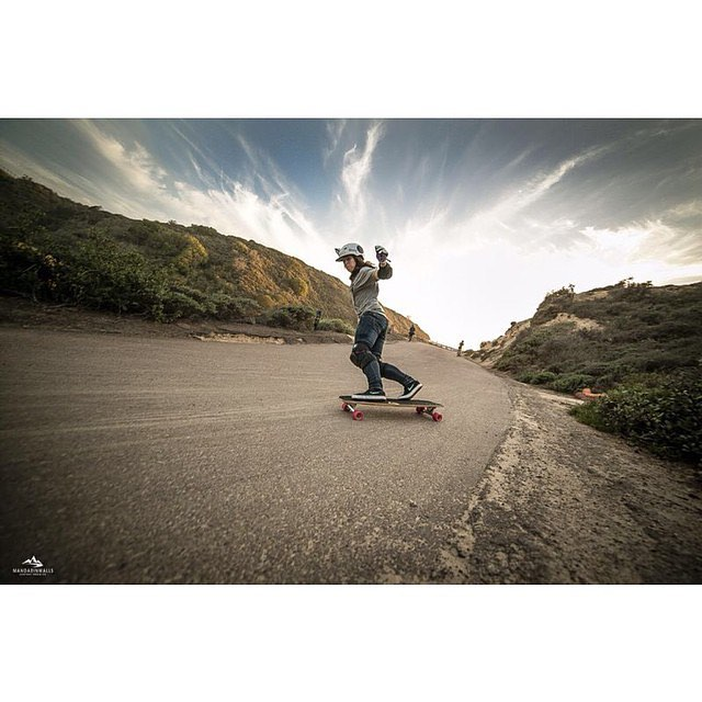 Happy birthday to the amazing @eiderwalls! All around rad person and beautiful soul. Felicidades guapa!! @martagdiaz for @mandarinwalls photo.  #longboardgirlscrew #mandarinwalls #womensupportingwomen #skatelikeagirl #girlswhoshred #lgc #eiderwalls