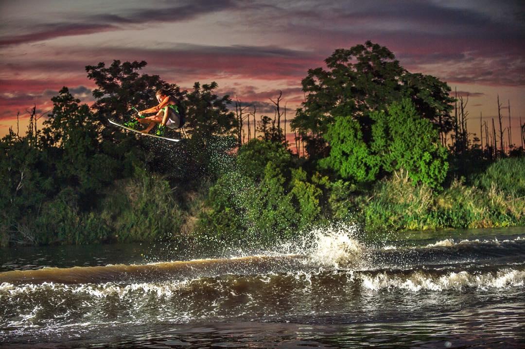 Florida Sunsets. @adam_errington #ronix2016 #thebillboard #aquaticresearchanddevelopmentlab #oneloveinwake #fortifiedwithlakevibes