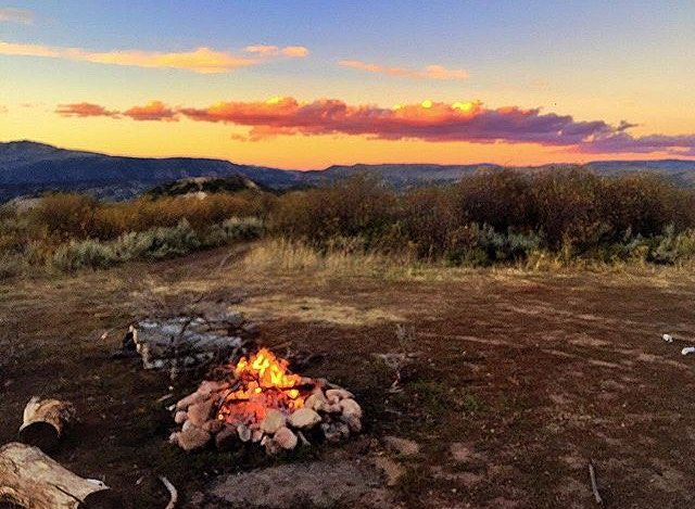 #dontgosummer… we want all our campfires to look like this ☺ || pic by ambassador @meredithdrangin on one of her many adventures || #getoutthere #miolagirls #summercamping