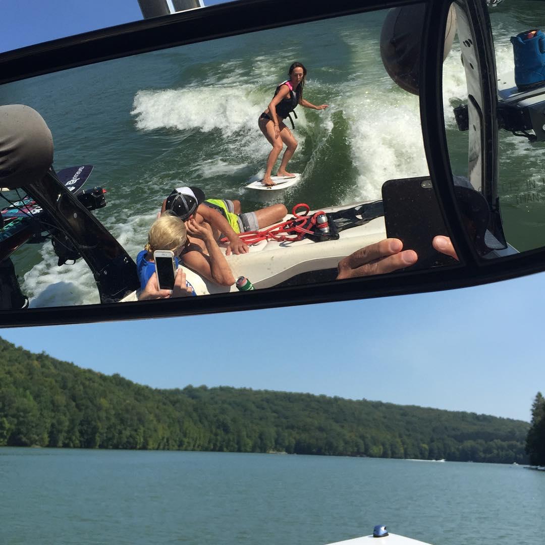 #wakesurfing #malibuboats #lakelife #ronix #summersnotoveryet #wakeboarding #wakesetter @kateemcneil