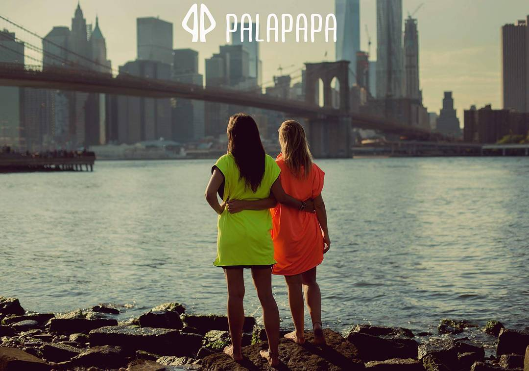 Keep it simple @lauraivorra shooting for @palapapa_ #brooklynbridge #nyc #palapapa #beach #lifestyle #friends #love #sports #ride #surf #simple #fashion #clothes