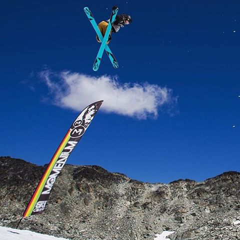 Repost from @anna_segal: That feeling when you know you have it. P: @ilannaemily #momentumcamps #skiing #whistler #bluebird #freeski #xshelmets