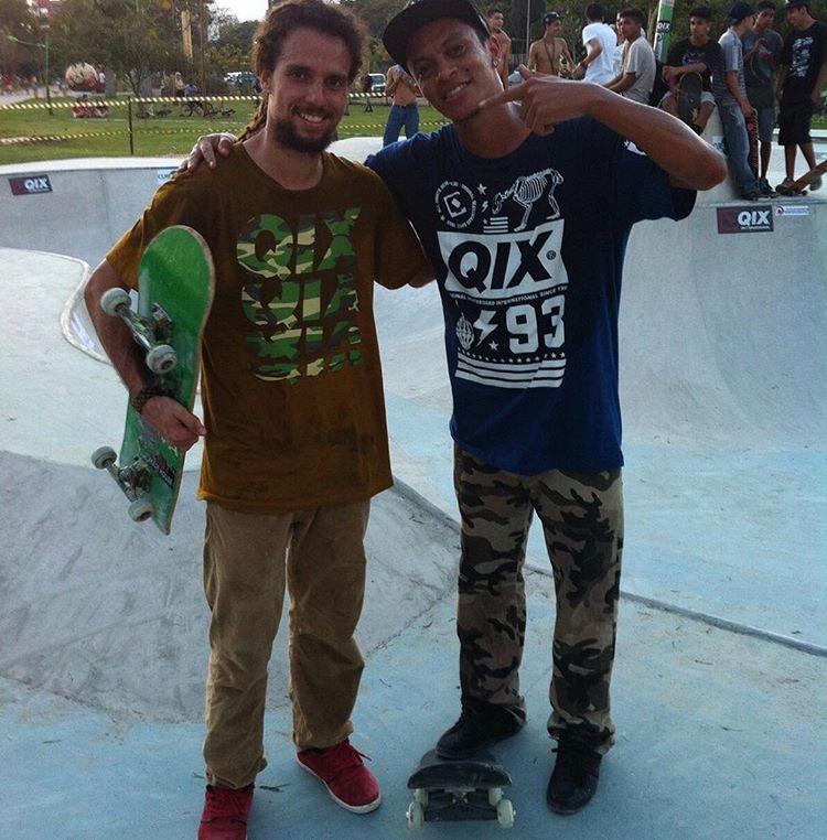@mauricionavaskt e @damascena01 durante a inauguração da pista pública de Resende - RJ. Vídeo em breve! #qixteam #qixskate #skateboardminhavida