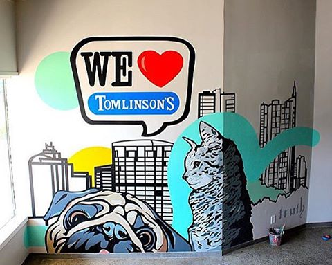 @mikejohnstonartist working with one of Austin's favorite pet supply companies! @tomlinsonspets • • We ❤️ our pets!