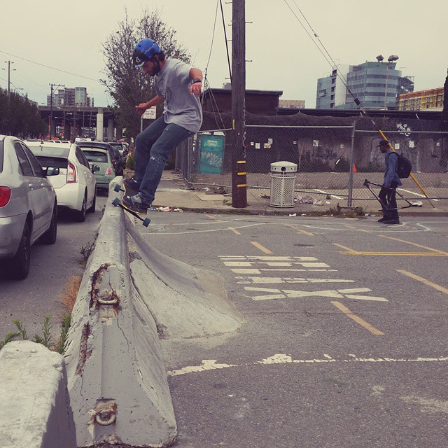 David Schiotis Shredding the barrier outside Freebord HQ #Freebord #snowboard the streets