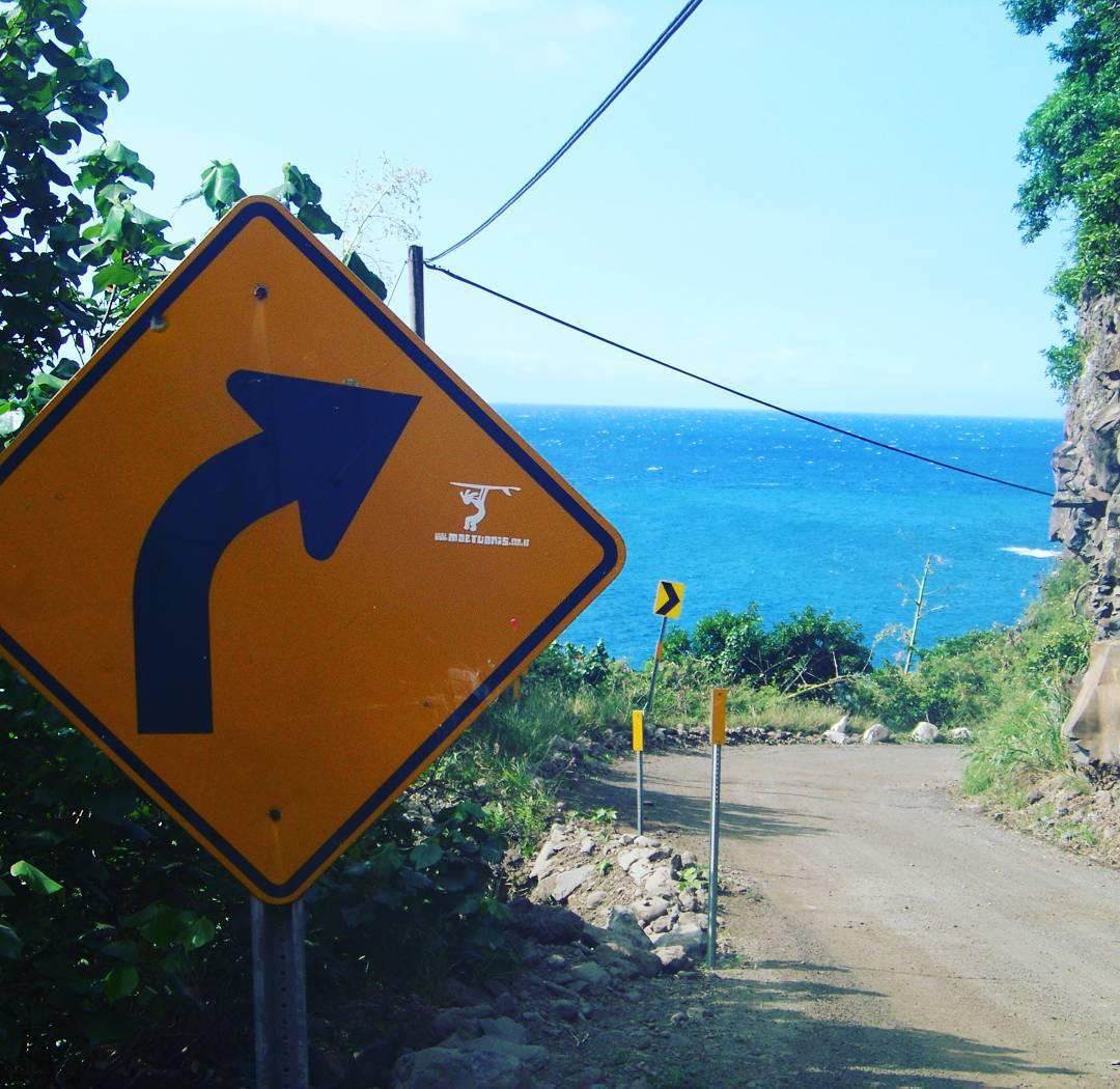 One Way to Surf!! Ruta a Hana, Maui, Hawaii. #maetuanis #followthesun #surf #surfing #roadtohana #hana #maui #hawaii