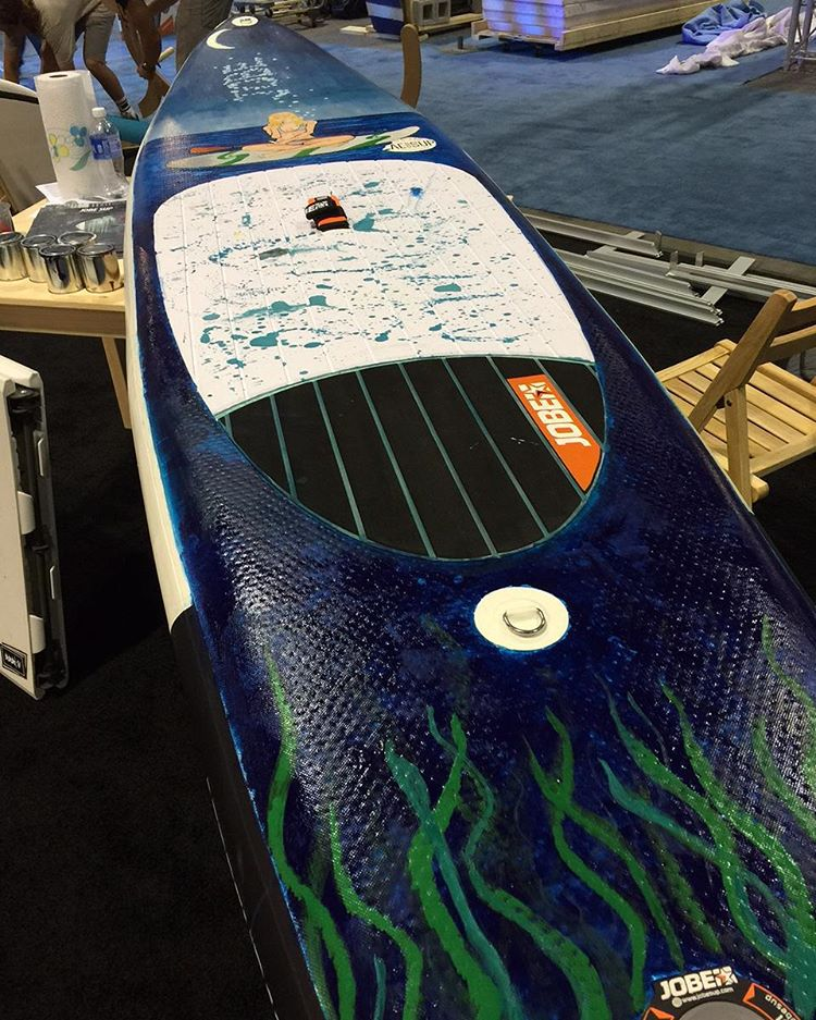 Remember when we said we had an artist at the Surf Expo who would paint a SUP board?! As you can see we weren't joking and the result is awesome!  #jobemoments #SUP #customized  #paint #artist #art #surfexpo