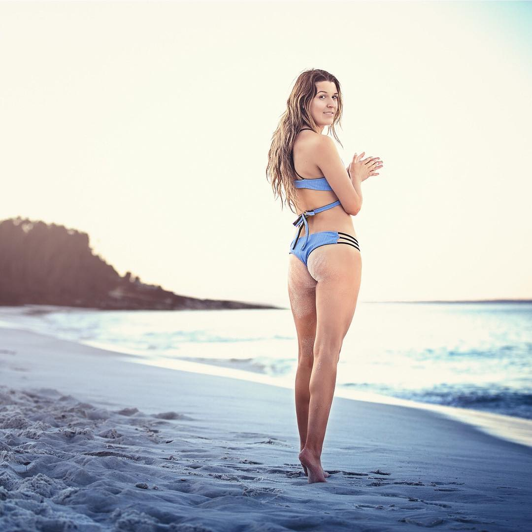 That feeling of sinking your toes in soft sand and breathing in salty air. ahhh. @kirstylowe22 styled by @jessicarolfe1