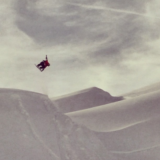 No shaping, just riding and enjoy the moment. #laax @slashsnow @7veintestore