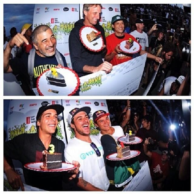 Y asi quedó el podio en el #bowlarama!  @pedrobarroask8 se llevo el podio en Pro y @tonyhawk en Masters, con @steviecab en el 2do puesto.  Gran dia en #bondi #australia ! @bowl_a_rama #vans #skate #skateboarding #skatevans