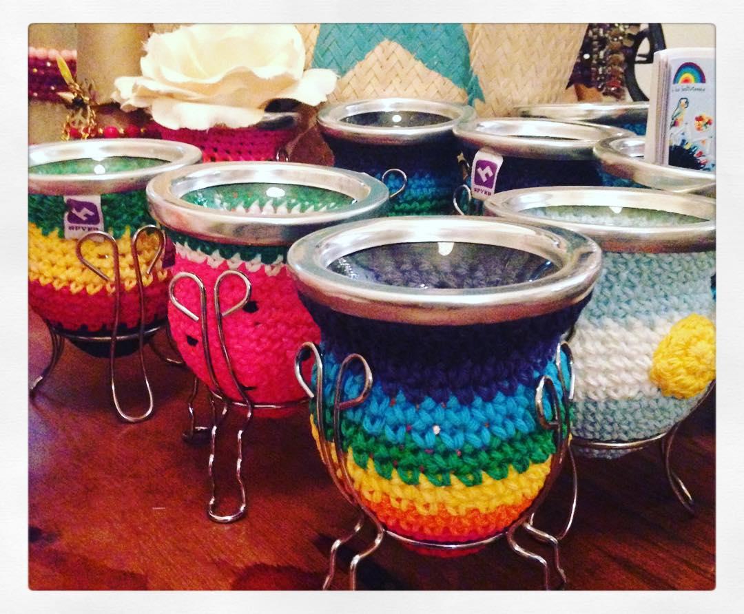 Los #mates son todo! Hay muchos colores lindos y divertidos! Encontralos en nuestro #showroom de Recoleta y en la tienda online: www.delasbolivianas.com  #knit #crochet #argentina #delasbolivianas #trendy #likes4likes #follow4follow