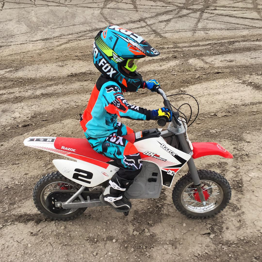 Man, I wish kids' moto gear was this rad when I was young! Big thanks to my good friend @FoxPeteFox at @FoxRacing for getting my family unit fully set up for this weekend's #familyshredication here in Swingarm City, UT. These kids are mad steezy right...