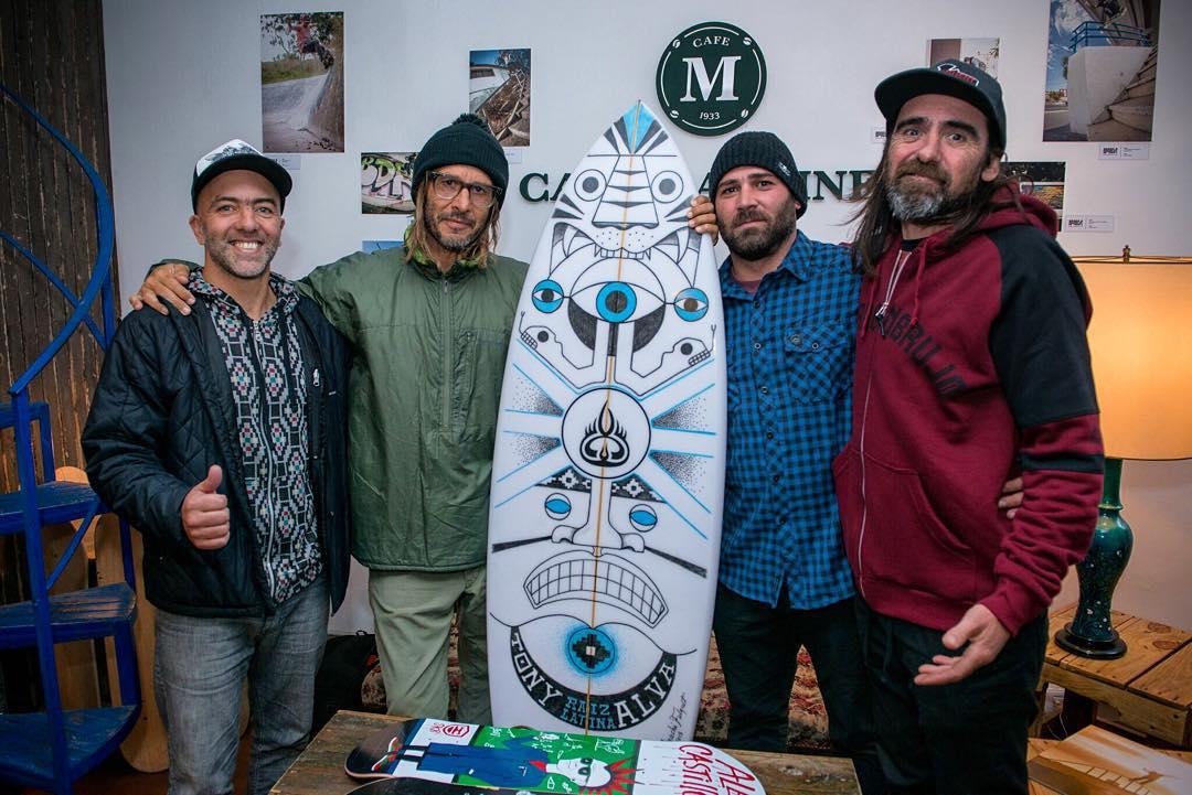 Tony Alva recibió por parte de @camaronbrujo este shape para surfear en Marpla