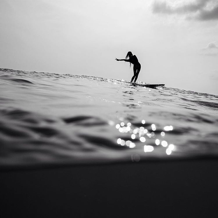 P E A C E out, it's the weekend! #ROXYsurf