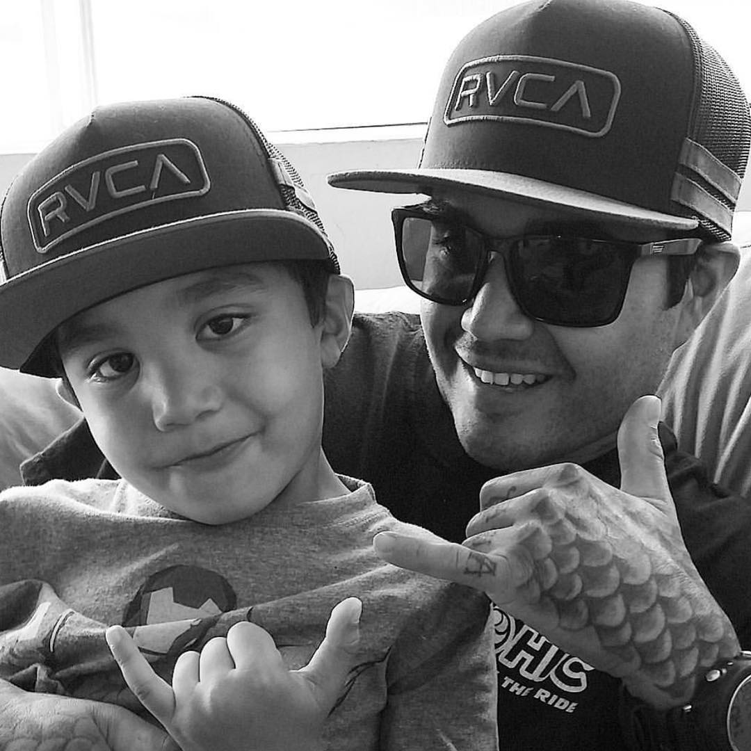 This week our #FanShotFriday winner is @hawaiianspearo with his little keiki! Stoked on the family vibes! Enjoy your VZ prize pack! You can win too. Just take a creative (and not blurry or grainy) shot of you and your VZ gear and tag #VonZipper and...