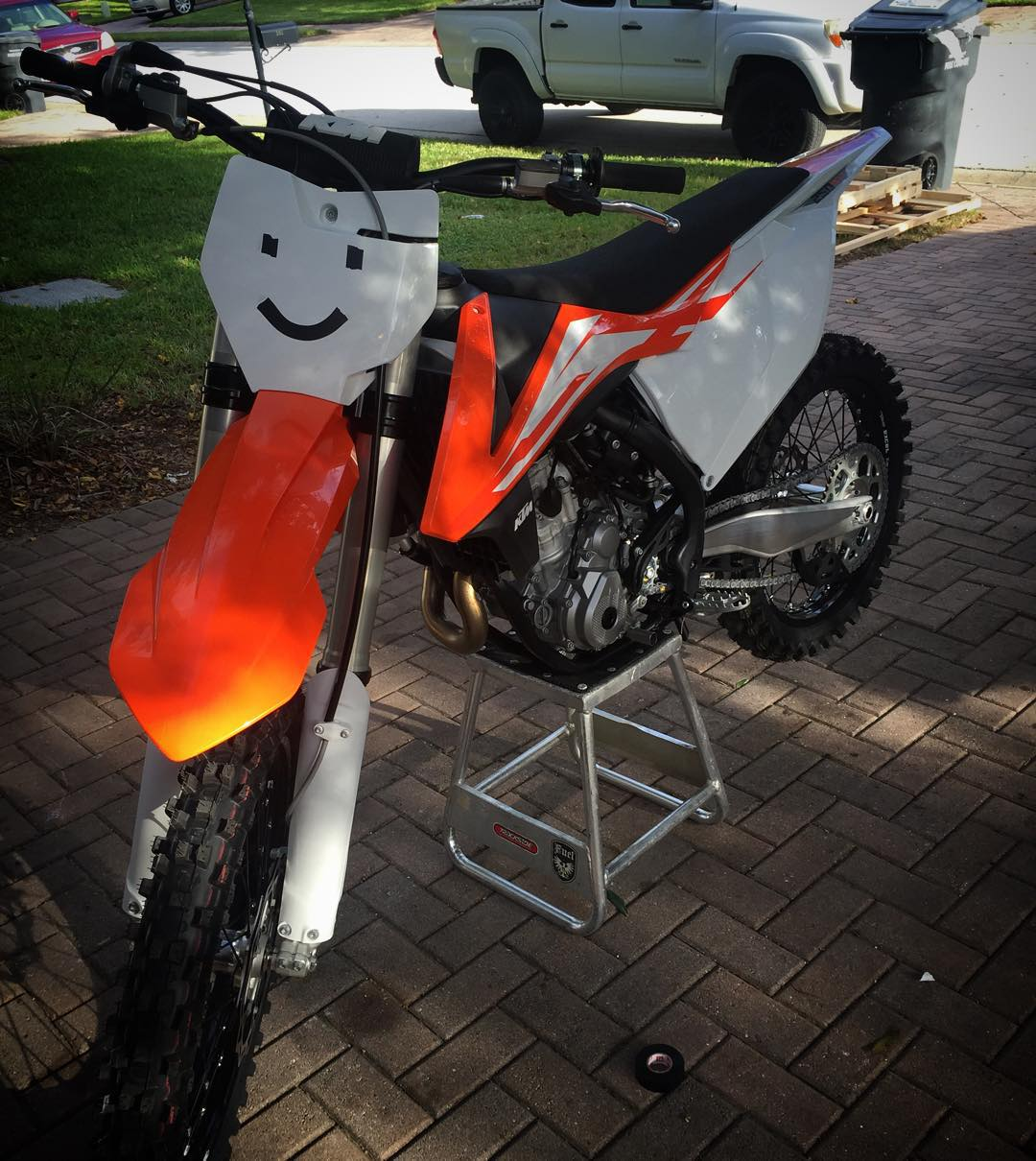 ☺️ My mood right now about riding ww tomorrow! #motocross #Moto #orange #timetoshred #smileyface #happy