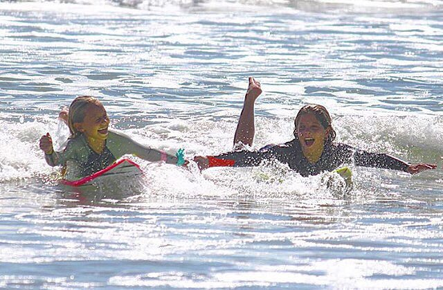 Surf sessions are always better with best friends //
