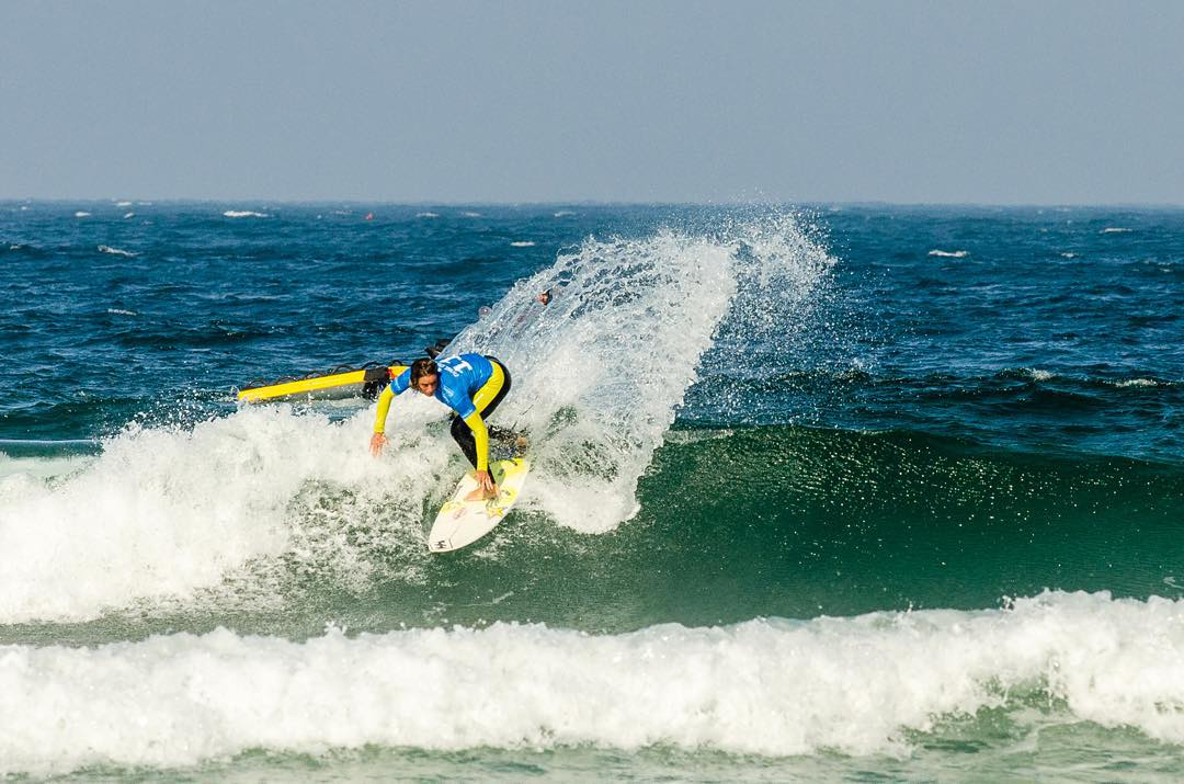@courtneyconlogue reigns supreme at the Cascais Women's Pro and now sits at No. 1 in the world! #Court4thewin