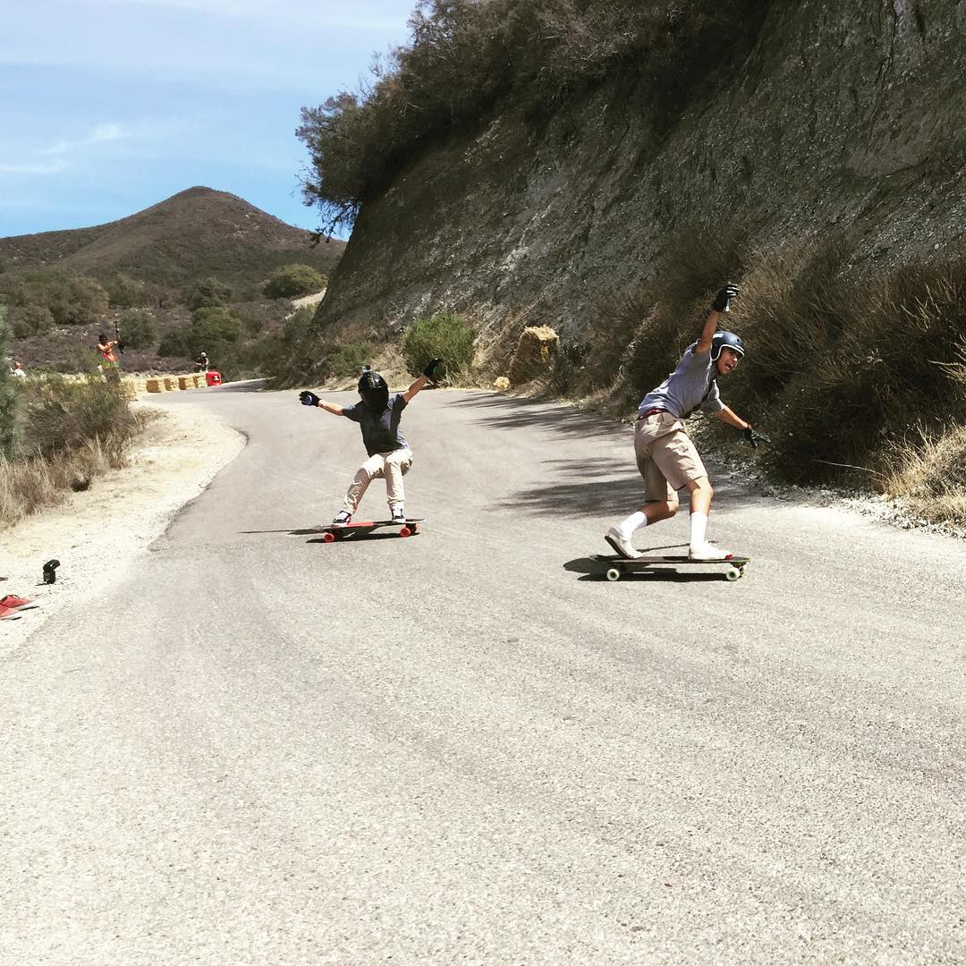 @ryka_obg and @jasperohlson in the no hands race at #santagnarbaradownhill