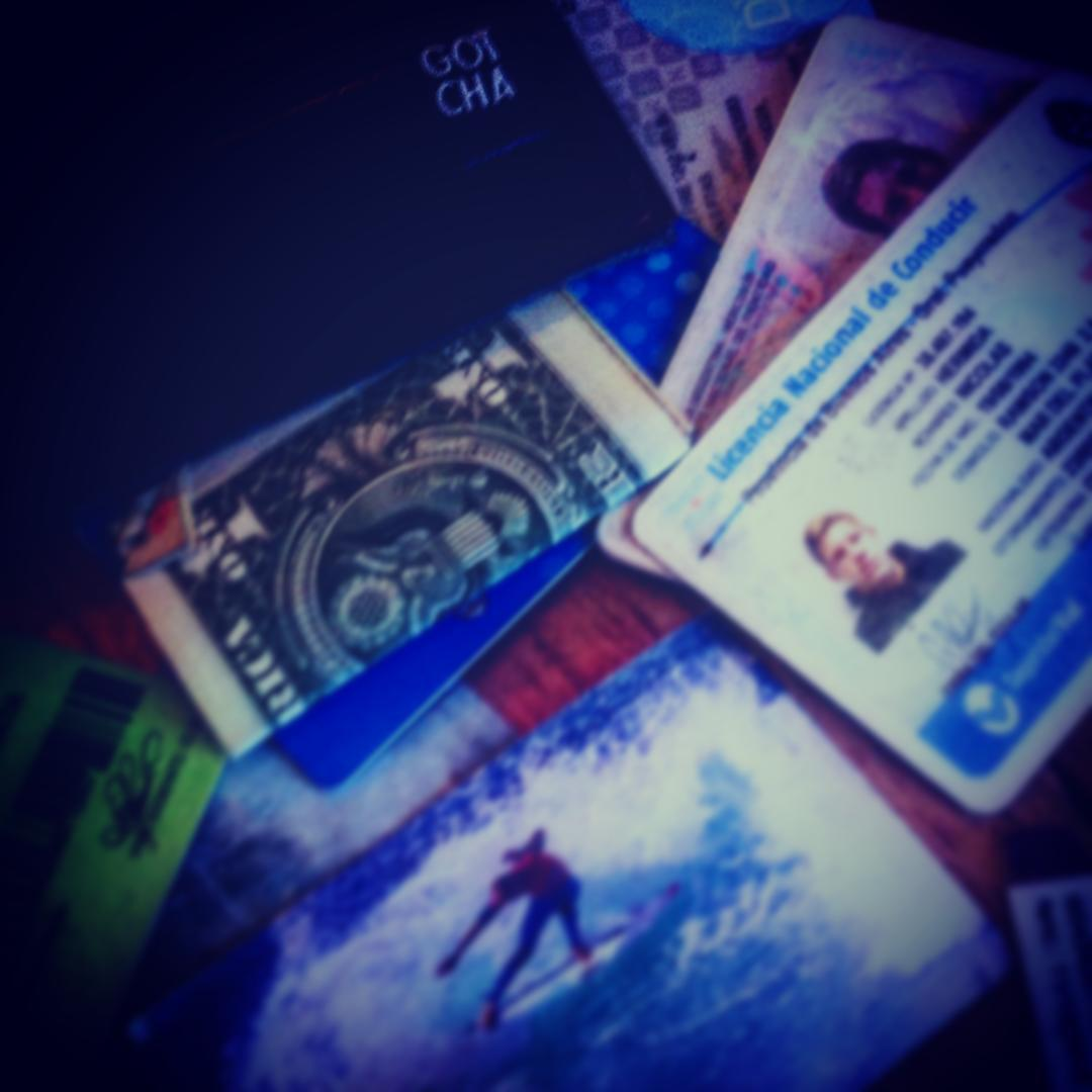 Inside the wallet of @nico_hermida #gotcha #gear