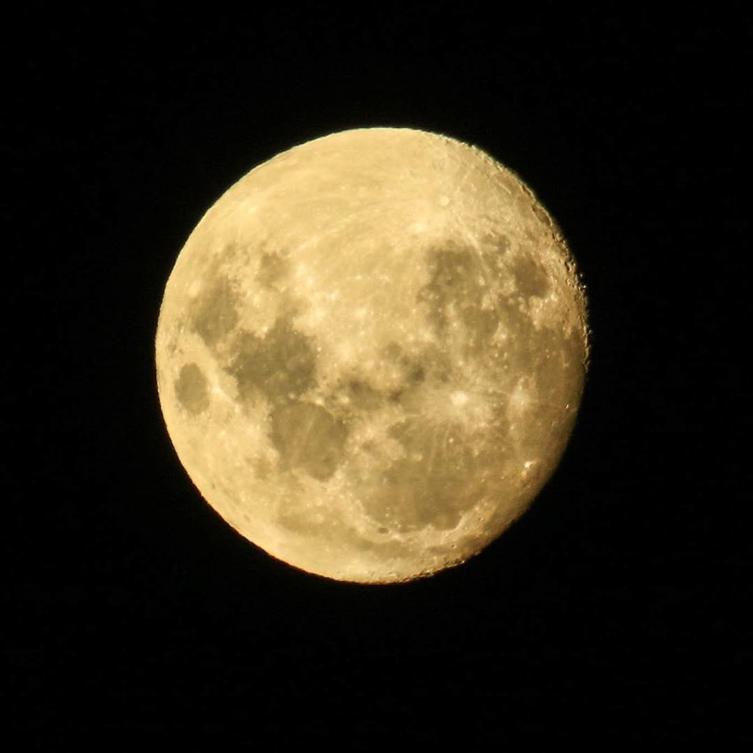 La luna en Peninsula Mitre. #tierradelfuego #peninsulamitre