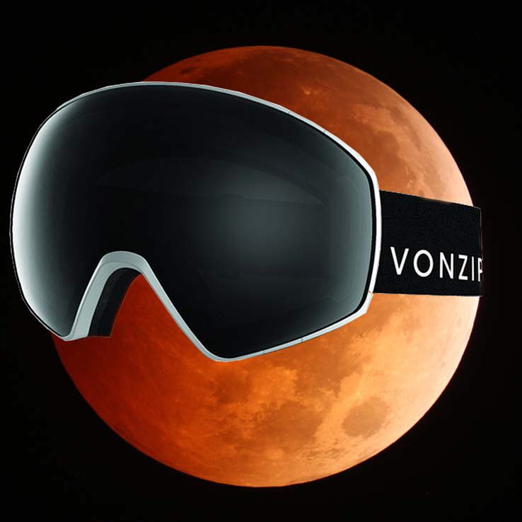 Anyone else notice how ready for winter the #bloodmoon was last night crraaazzzyyy #amirite? Shop our new #Jetpack goggles with #4PlayLensSystem using the link in our profile! Happy Monday! #VonZipper #SupportWildLife