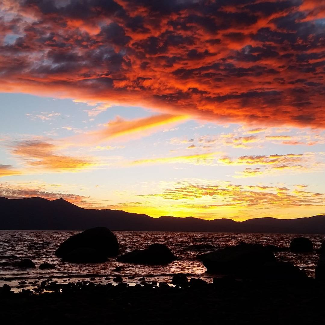 There really aren't words for tonight's #sunset.  What would you caption this one? #laketahoe #getoutside #unreal #nowords #tahoesouth #graniterocx