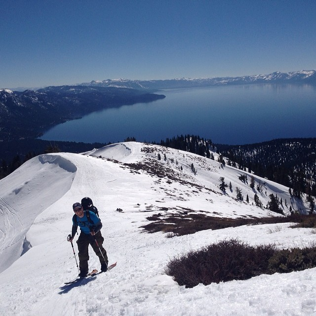 Normally behind the camera, here's @thattimdude crushing the skin up Rose Nob Peak in NE #Tahoe yesterday, there were views for days @mcelberts @sparkrandd @voile_mfg @splitboardmag @backcountrymag @backcountrycom @amateur_adventure #springskiing...
