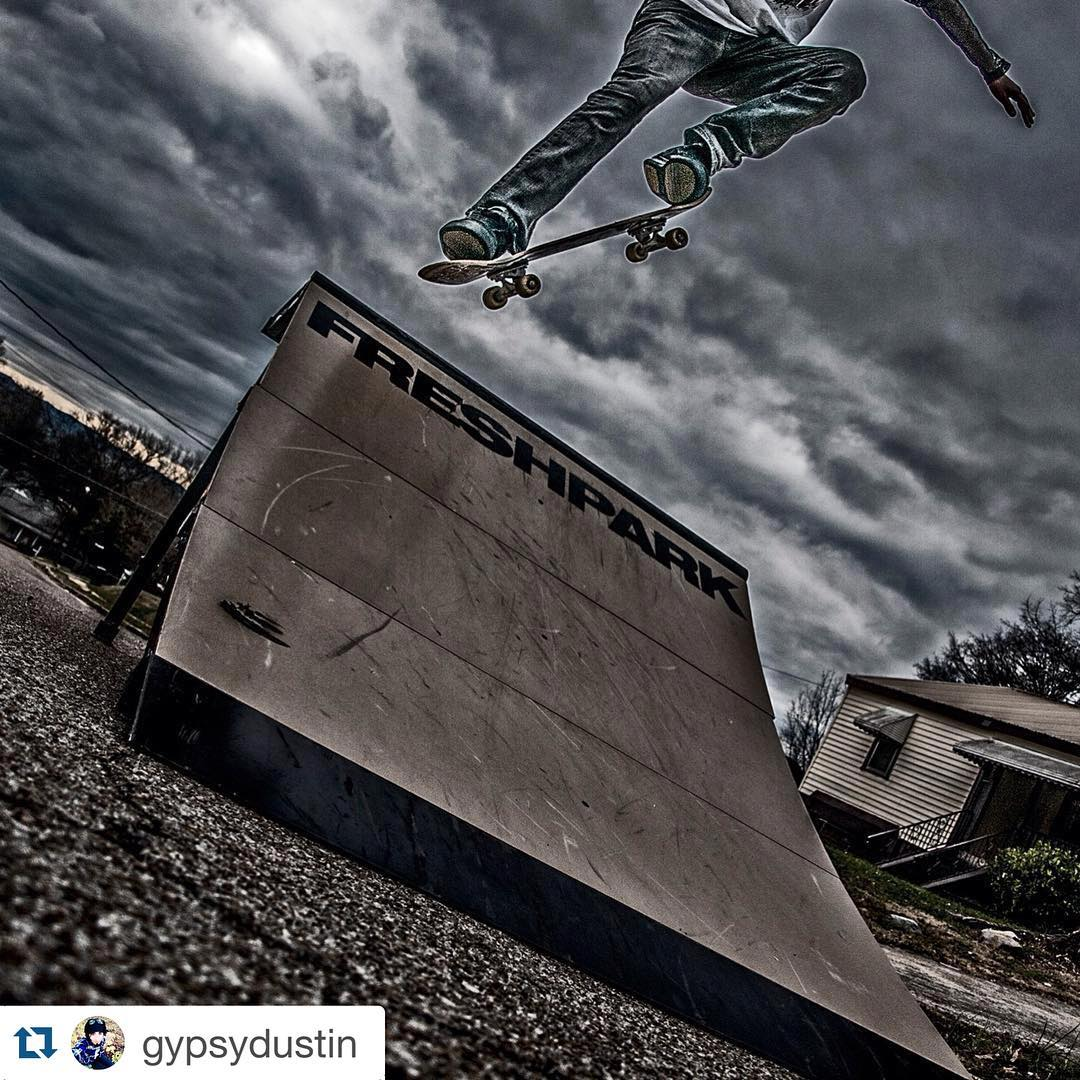 #Repost @gypsydustin  #skateboarding #freshpark #quarterpipe #skateramp #skate