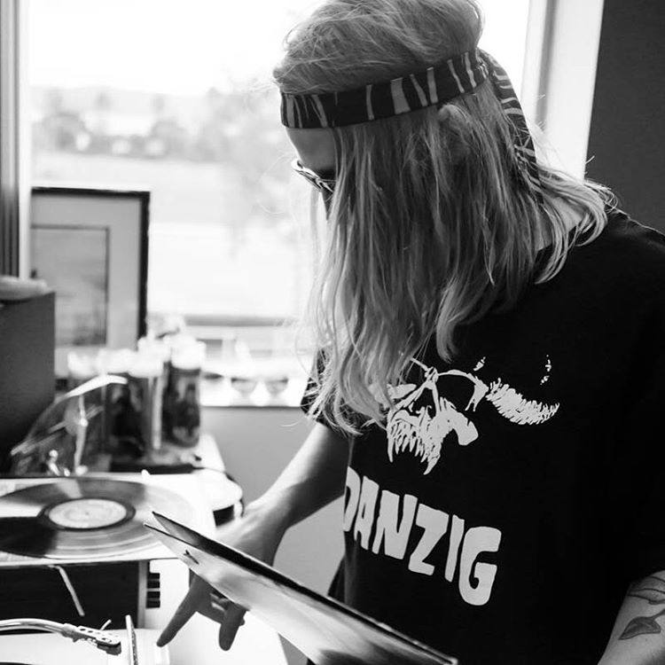 @hhelgason is #cratedigging trying to find something rad for #TurntableTuesday! What should he be playing?? #ElNiños #VonZipper #SupportWildLife
