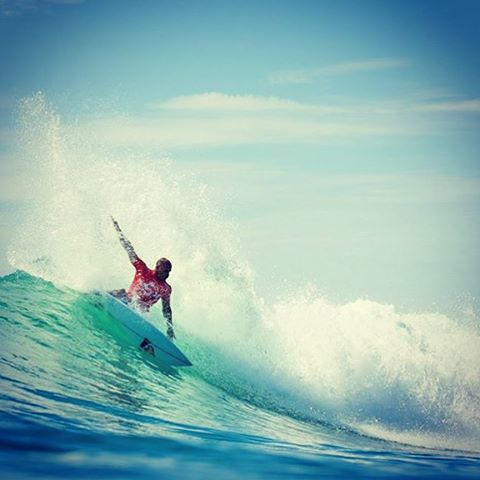 @kellyslater in the lower trestles, killing it as usual.