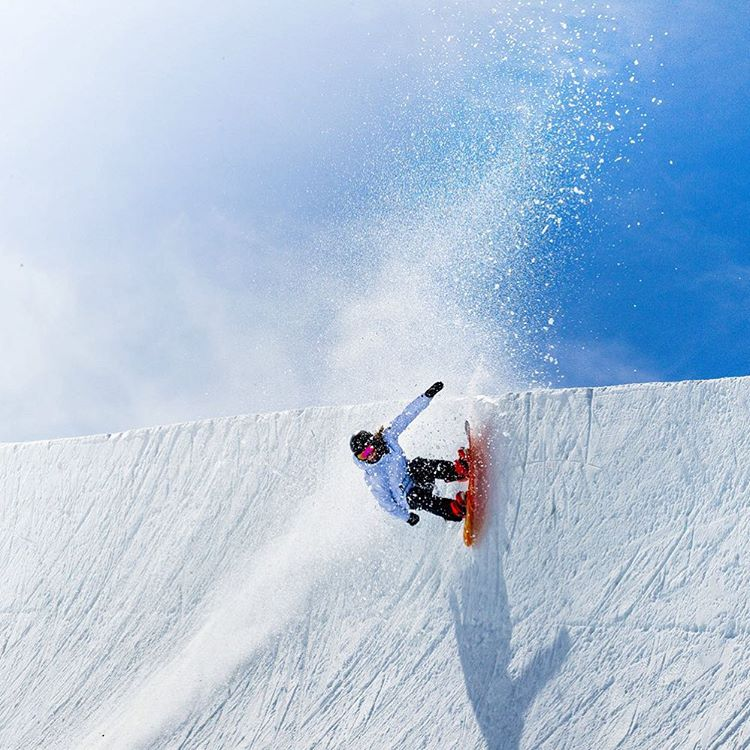 The daily grind #ROXYsnow @torahbright