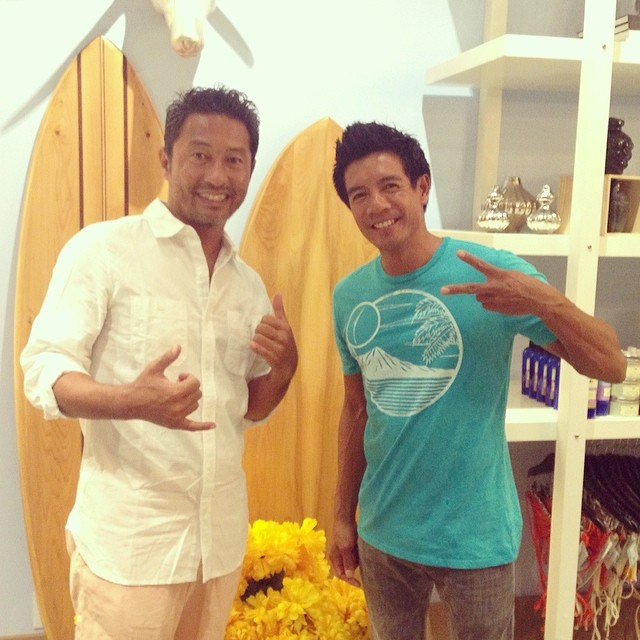 #japan #celeb + #organik #designer at @modernhonolulu for #docomo #photoshoot. #organikclothing #diamondhead #design in #organic cotton #madeinusa #tee #natural #organiccotton #hawaii #ecofriendly #eco #sustainable #slimfit #japanese #media #press #pr...