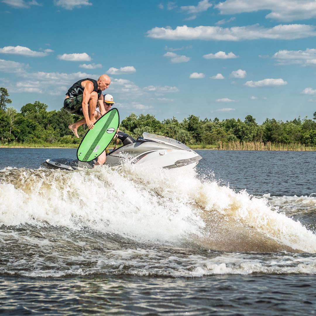Dropping! @reedhansen and @parxxx #ronixsurf #ronix2016 #oneloveinwake #aquaticresearchanddevelopmentlab #fortifiedwithlakevibes
