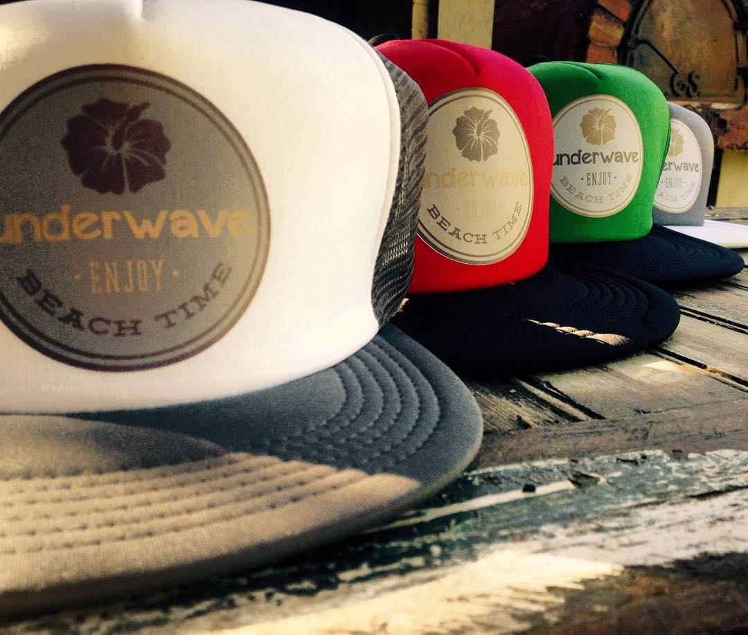 Llegó la primera tanda de las #GorrasUW. Acá las #BeachTime de red con visera lisa. Consultar los colores y precios en www.underwavebrand.com, ventas@underwavebrand.com o facebook.com/underwavebrand. Te las vas a perder? Proximamente la colección...