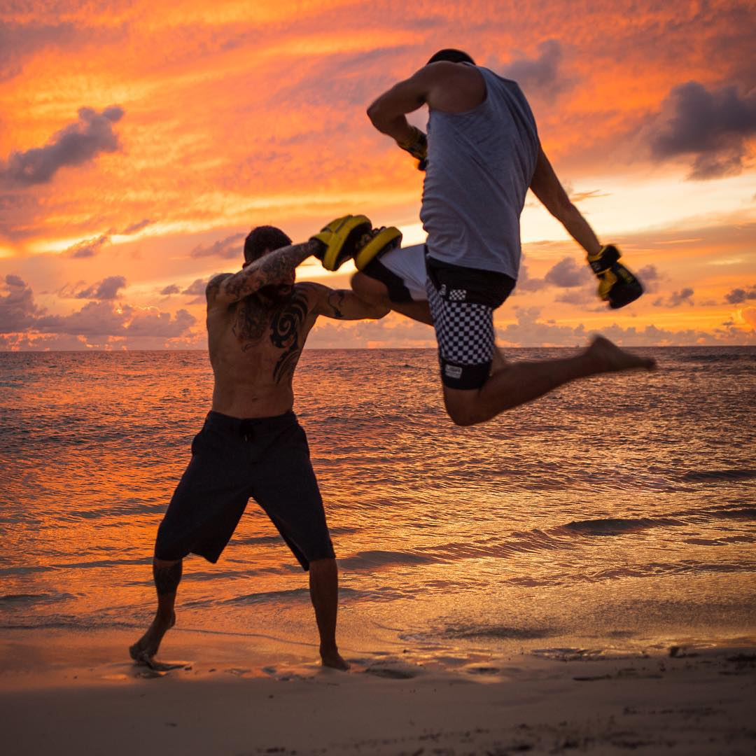 Fighting off the jet lag with my trainer @KitCope on the beach this evening. Thanks for the
